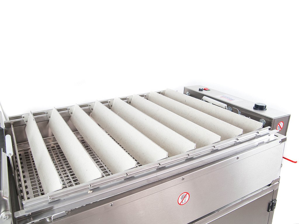 Doughnutfryerwith a proofer loading trays set