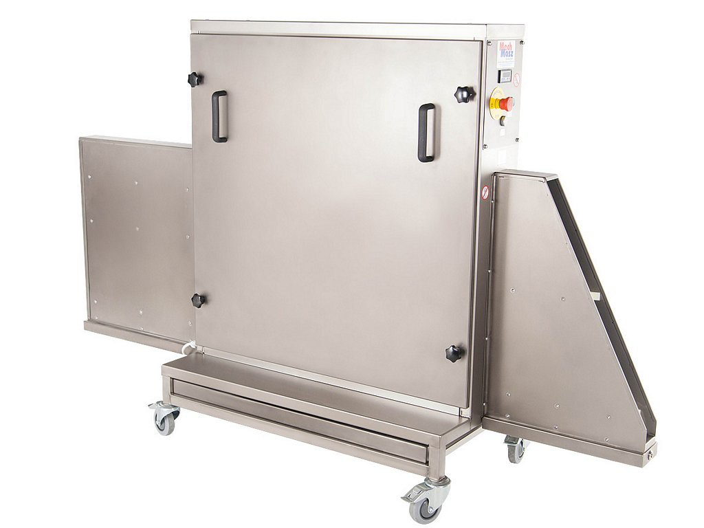 Trays cleaning machine side