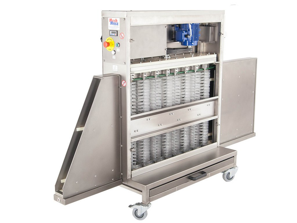 Trays cleaning machine side panel open